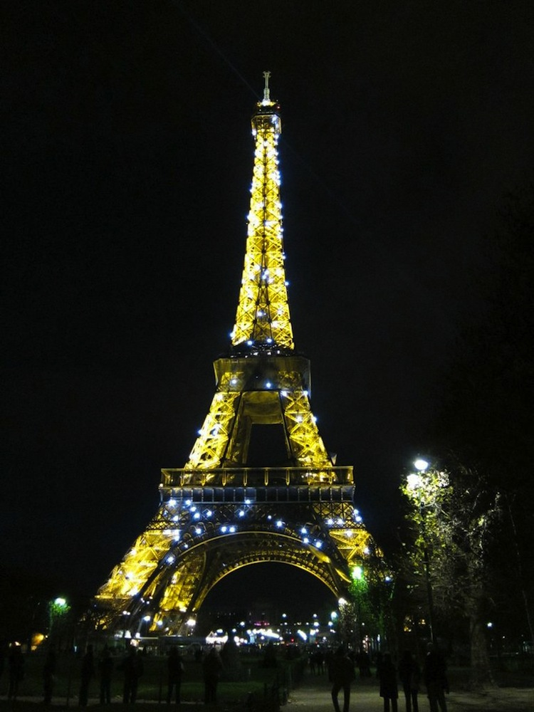 Our front-row view of the Eiffel Tour as we munched our grocery store picnic